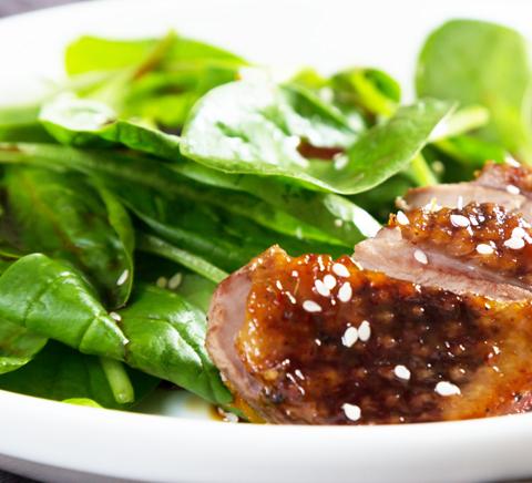 Commander en ligne les vins du Guide Hachette des Vins à déguster avec une salade d'épinard au canard